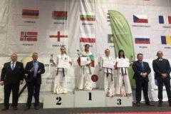 Zdjęcie przedstawiające wręczenie medali podczas 34 Mistrzostw Europy KARATE KYOKUSHIN