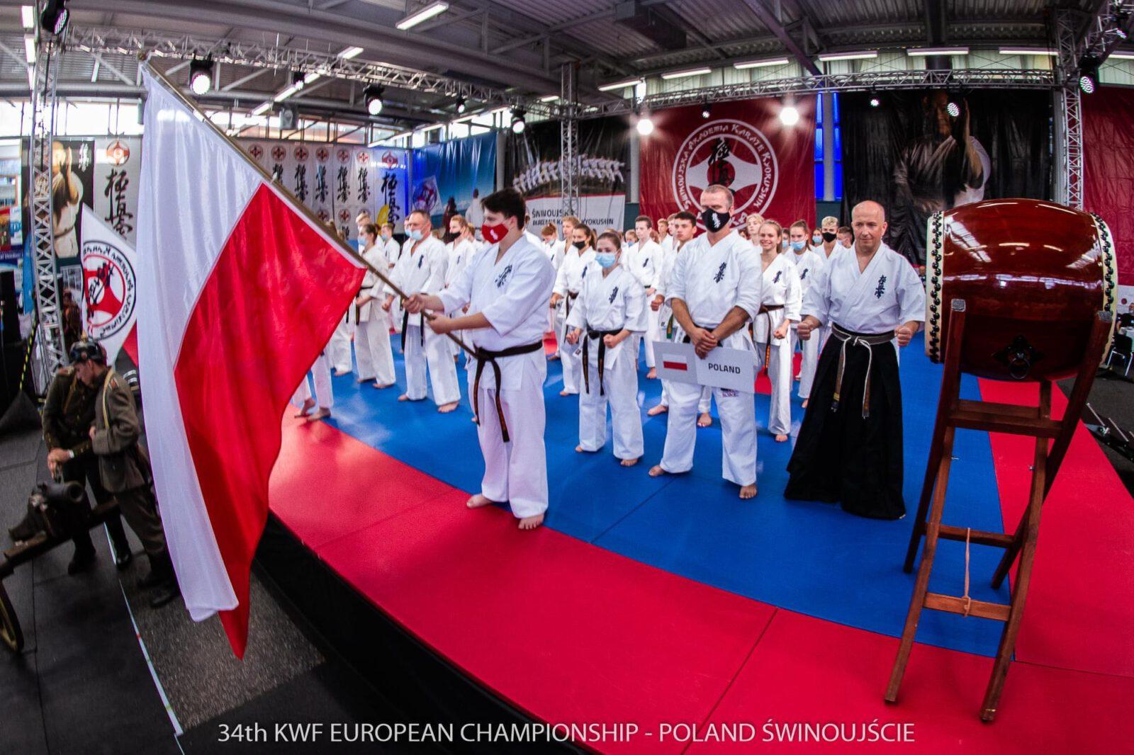 Zdjęcie przedstawiające uczestników 34 Mistrzostw Europy KARATE KYOKUSHIN