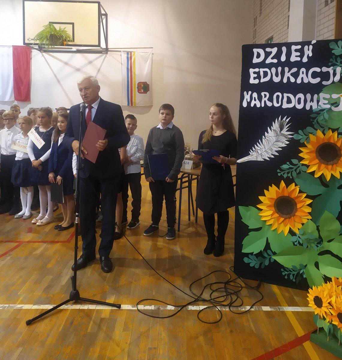 Zdjęcie z uroczystości Dnia Edukacji Narodowej