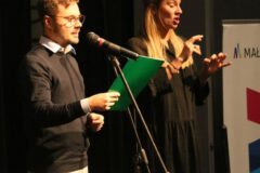 Zdjęcie z odczytania protokołu Komisji oceniającej występy Zespołów uczestniczących w Festiwalu