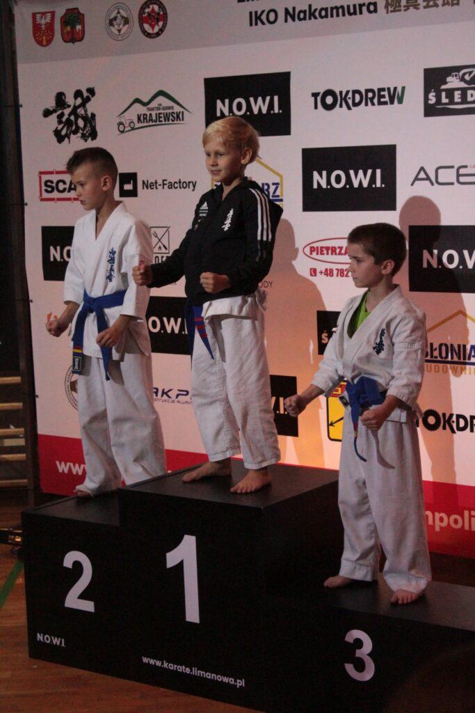Zdjęcie z I Otwartego Pucharu Polski Karate Kyokushin w Limanowej - wręczenie nagród
