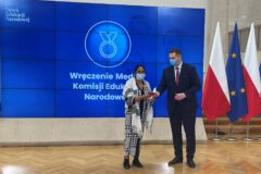 Jolanta Kądziołka asystentka romska w ZSP nr 4 odznaczona medalem KEN