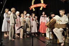 Zdjęcie przedstawia występ uczestników Festiwalu